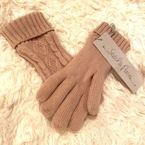 Accessories - NWT mauve cable knit lined gloves